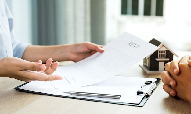 The real estate agent explains the business contract,
