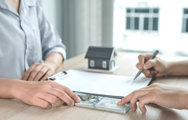 The real estate agent explains the business contract