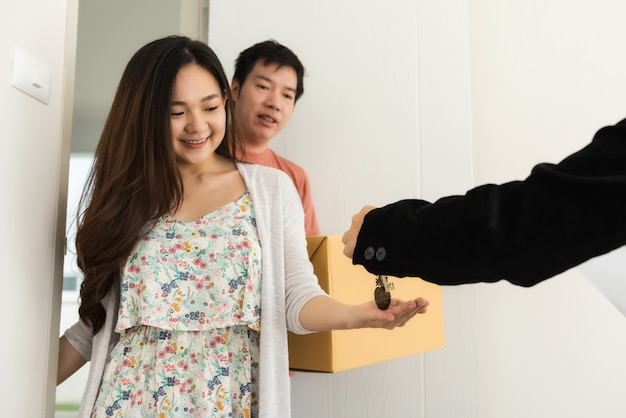 Real estate agent give house key to couple