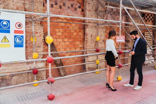 Real estate agents, scaffold and plans