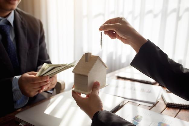 不動産事業と取引所と土地。
