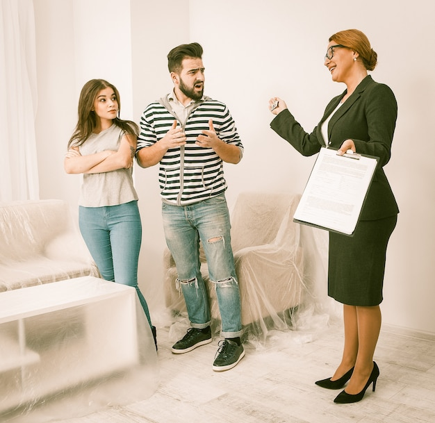 Real estate scammers with an estate agent.