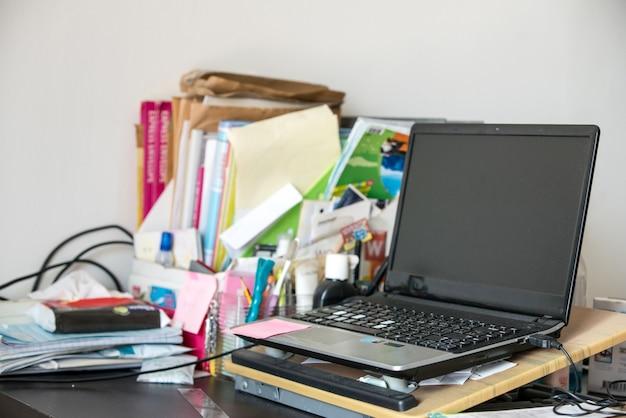 Реальный рабочий стол в офисе