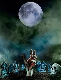 Реалистичная рука на кладбище в окружении надгробий