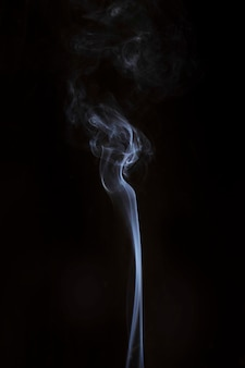 Реалистичный паровой дым на черном фоне
