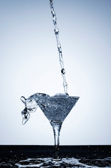 Реалистичная вода в стакане