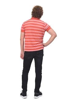 巻き毛、腰に手を持つ男の完全な肖像画の背面図