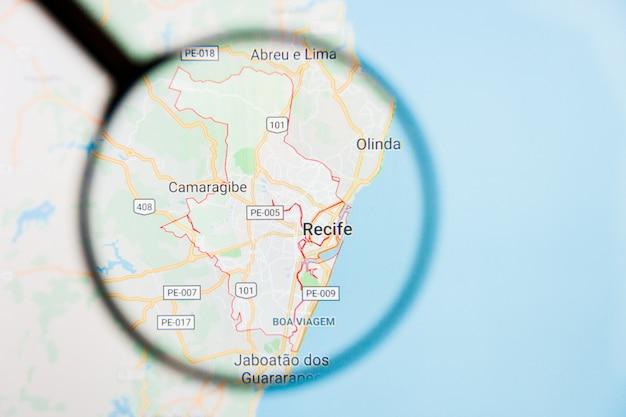 ブラジルのレシフェ市の拡大鏡を介したディスプレイ画面上の視覚化の例示的な概念