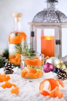 Рецепт рождественского джинного коктейля с клементином, имбирем и розмарином