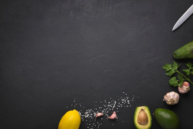 Recipe for the preparation of mexican guacamole sauce. mexican food