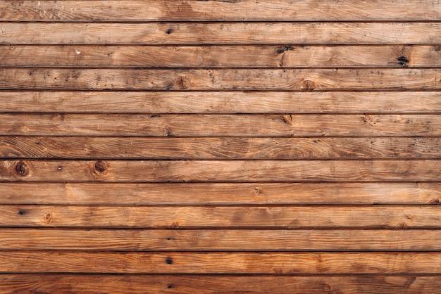 매립된 나무 벽 패널 텍스처입니다. 나무 울타리의 벽입니다. 겨울 나무 판자 배경, 갈색 수평 보드, 나무 질감. 스톡 사진