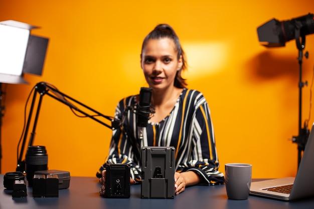 전문 비디오그래퍼를 위한 배터리에 대한 녹화 블로그