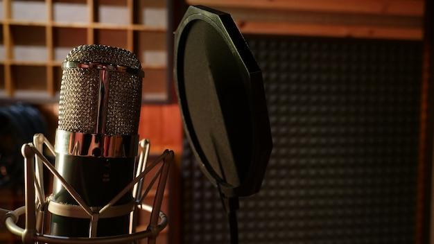 Деталь конденсаторного микрофона студии звукозаписи