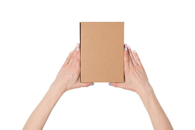 여성의 손에 직사각형 상자