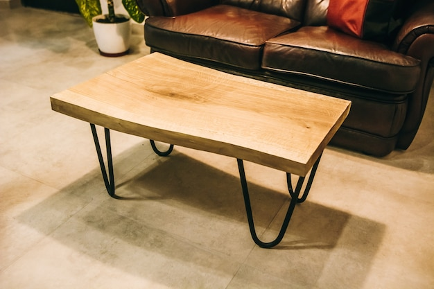 カフェの長方形の木製オークテーブル