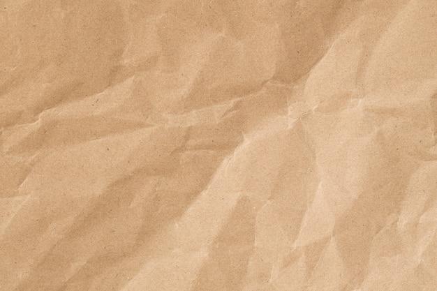 しわくちゃの茶色の紙テクスチャ、背景の古い紙の表面をリサイクルします。