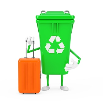 흰색 바탕에 주황색 여행 가방이 있는 녹색 쓰레기 쓰레기통 캐릭터 마스코트를 재활용하세요. 3d 렌더링