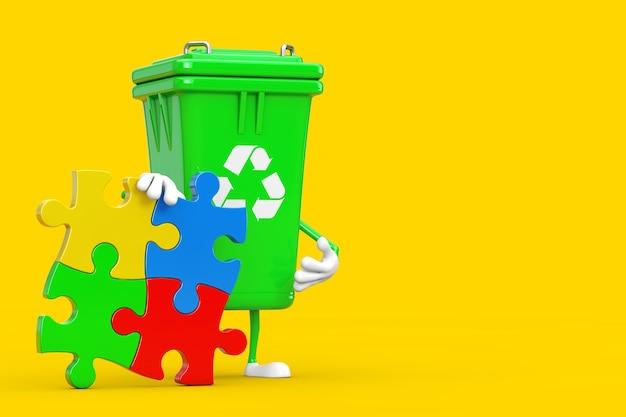 노란색 배경에 4개의 다채로운 직소 퍼즐 조각이 있는 녹색 쓰레기 쓰레기통 사람 캐릭터 마스코트를 재활용하세요. 3d 렌더링