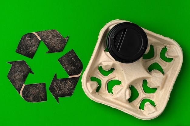 테이크 아웃 커피 컵과 쟁반 생태 개념을 재활용