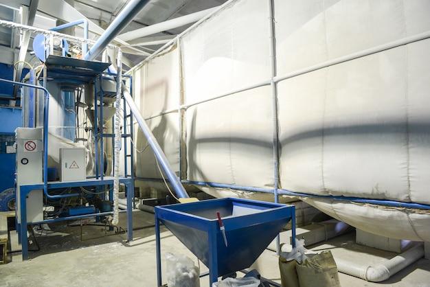 Утилизация отходов. завод по производству сэндвич-панелей из пенополистирола