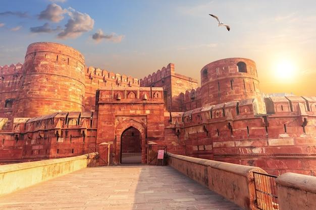 Красный форт агра, главные ворота, уттар-прадеш в индии.