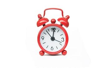 赤い目覚まし時計、クリッピングパスで、白い背景に