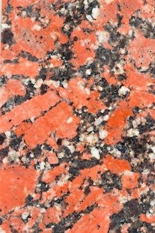 赤と黒の花崗岩。天然石の風合いです。垂直