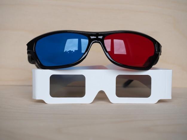 赤と青、および偏光メガネ