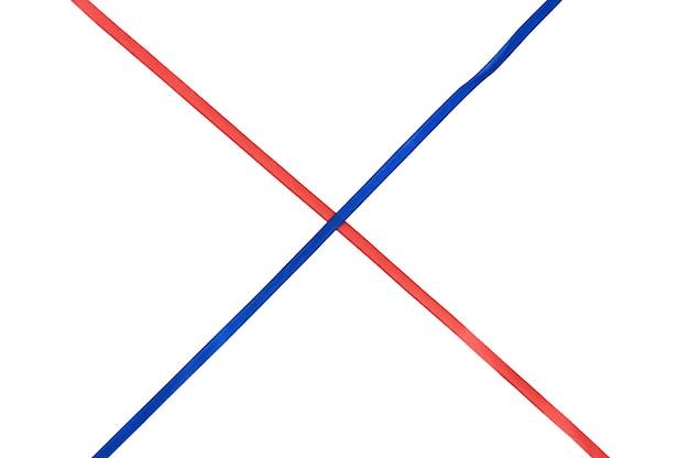赤と青のクロスリボン。高品質の写真