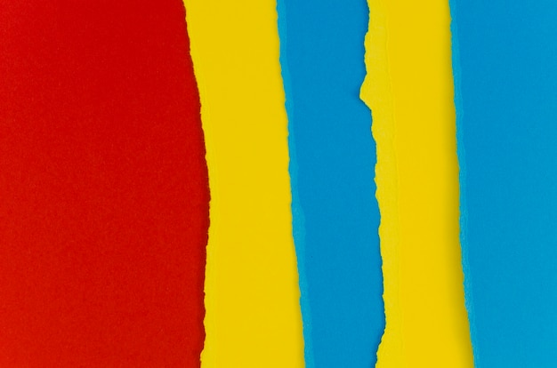 赤と青の破れた紙