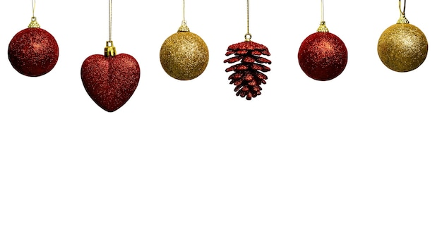 Красные и золотые елочные украшения, висящие в ряд с местом для копирования внизу