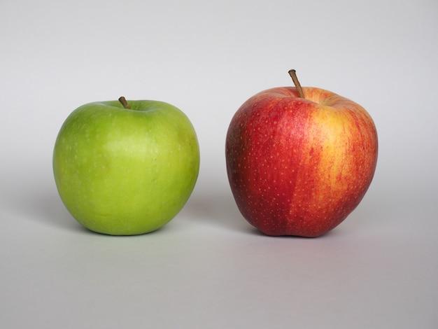 빨강 및 녹색 사과 과일 음식