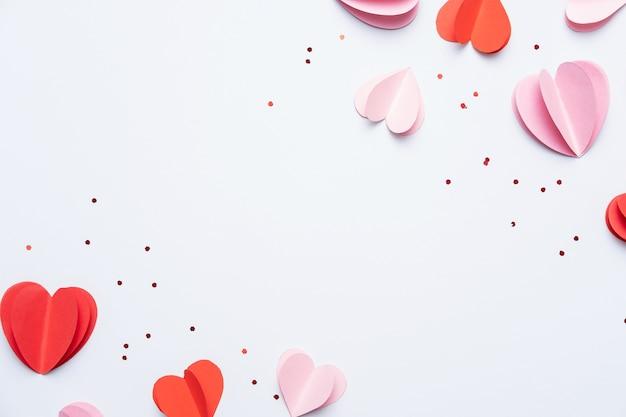 赤とピンクの紙のハート
