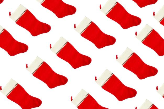 격리 된 배경에 빨간색과 흰색 크리스마스 양말입니다. 고품질 사진