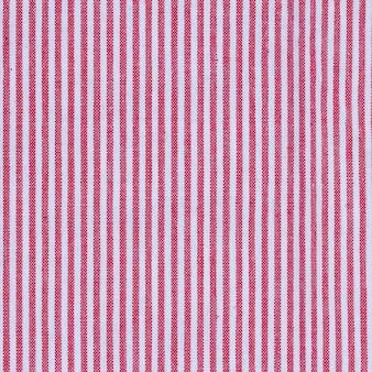 빨간색과 흰색 줄무늬 패브릭 식탁보 텍스처