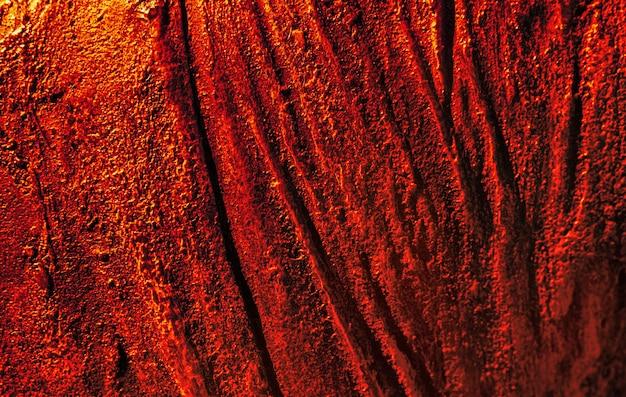 赤と黄色の抽象的なさびた金属の背景。さびで覆われた鉄の背景