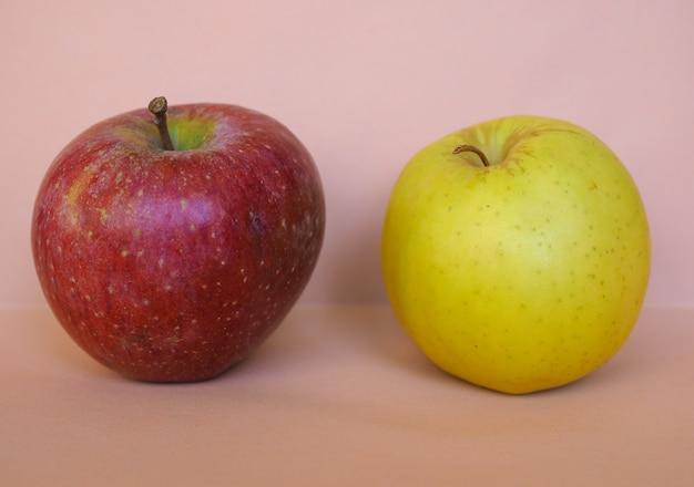 빨간색과 노란색 사과 과일