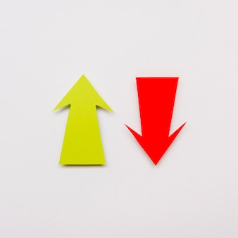 Красная и желтая стрелка знак