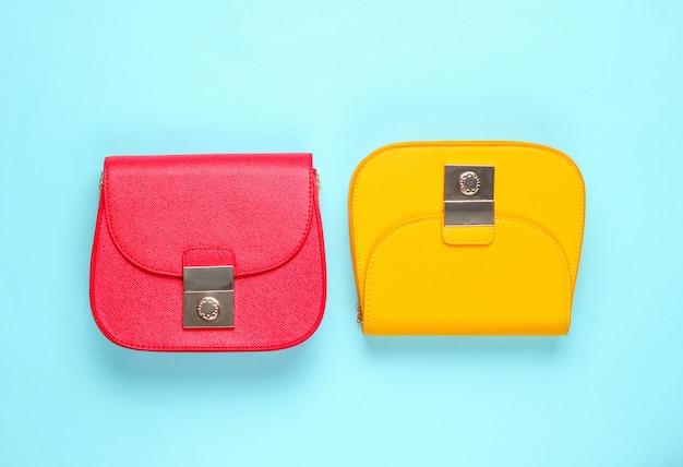 赤と黄色の革製ミニバッグ