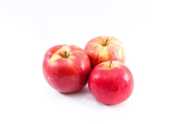 흰색 바탕에 빨간 사과