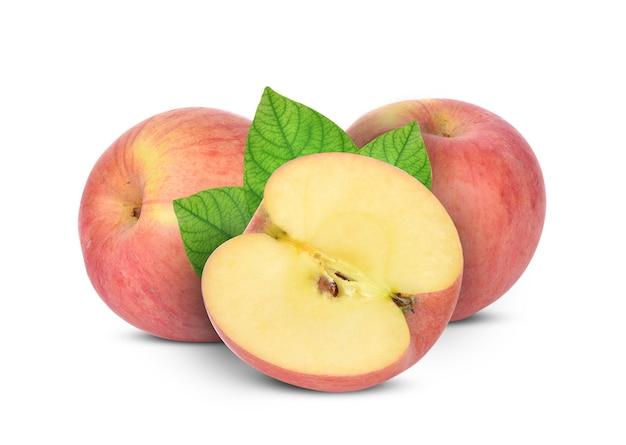 分離された白地に赤いリンゴ