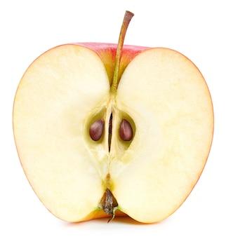 白い背景で隔離の赤いリンゴ。熟した新鮮なリンゴのクリッピングパス