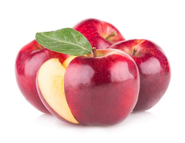 白い背景で隔離の赤いリンゴ