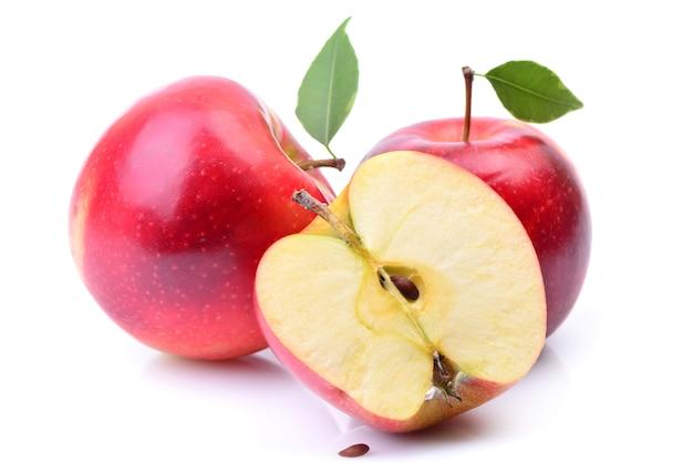 白に分離された赤いリンゴ