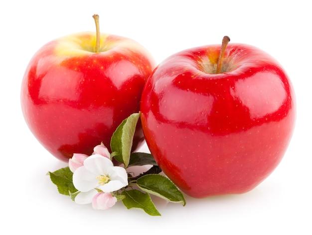 花と赤いリンゴ