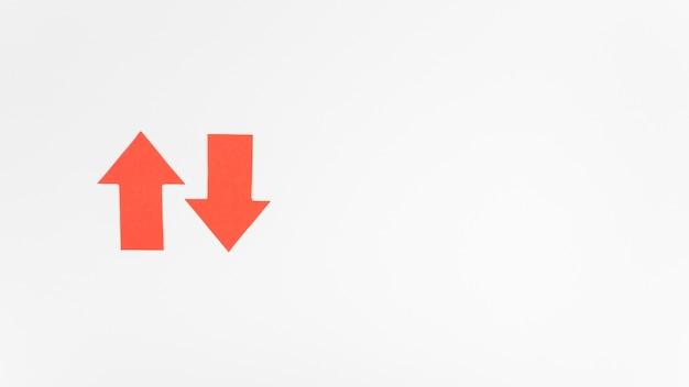 Красные стрелки индикаторов