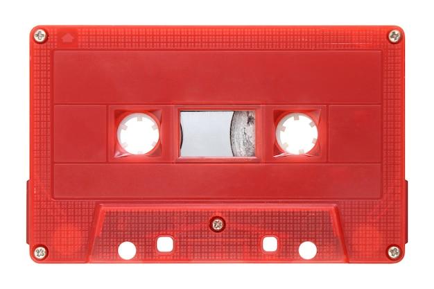 Красная аудиокассета, изолированные на фоне