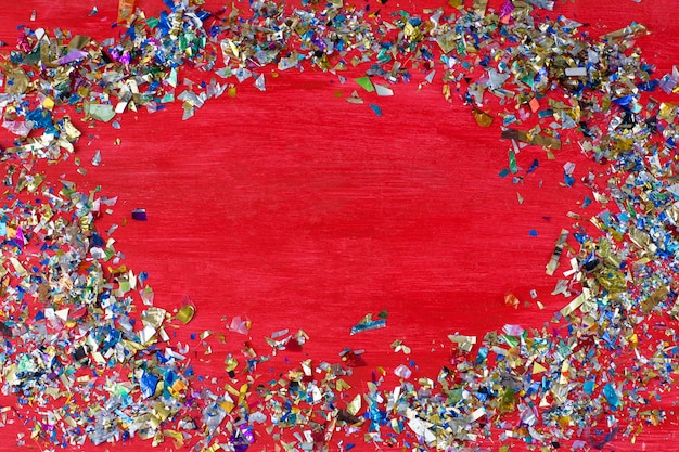 On a red background confetti scattered in a circle and in the middle