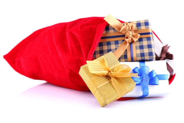 Красный мешок с елочными игрушками и подарками, изолированные на белом