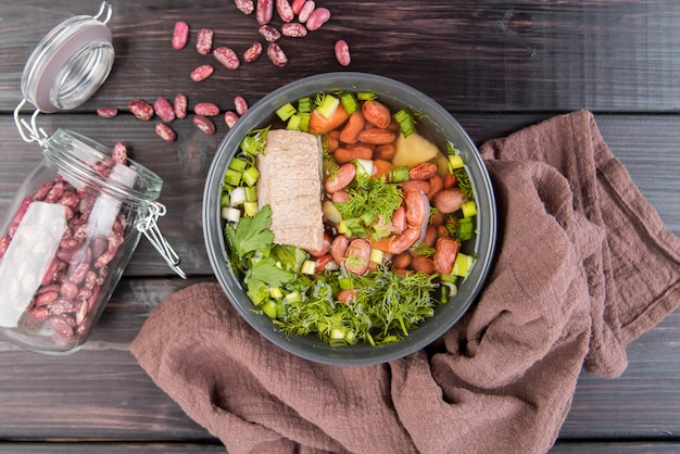 Красная фасоль домашний суп и ткань